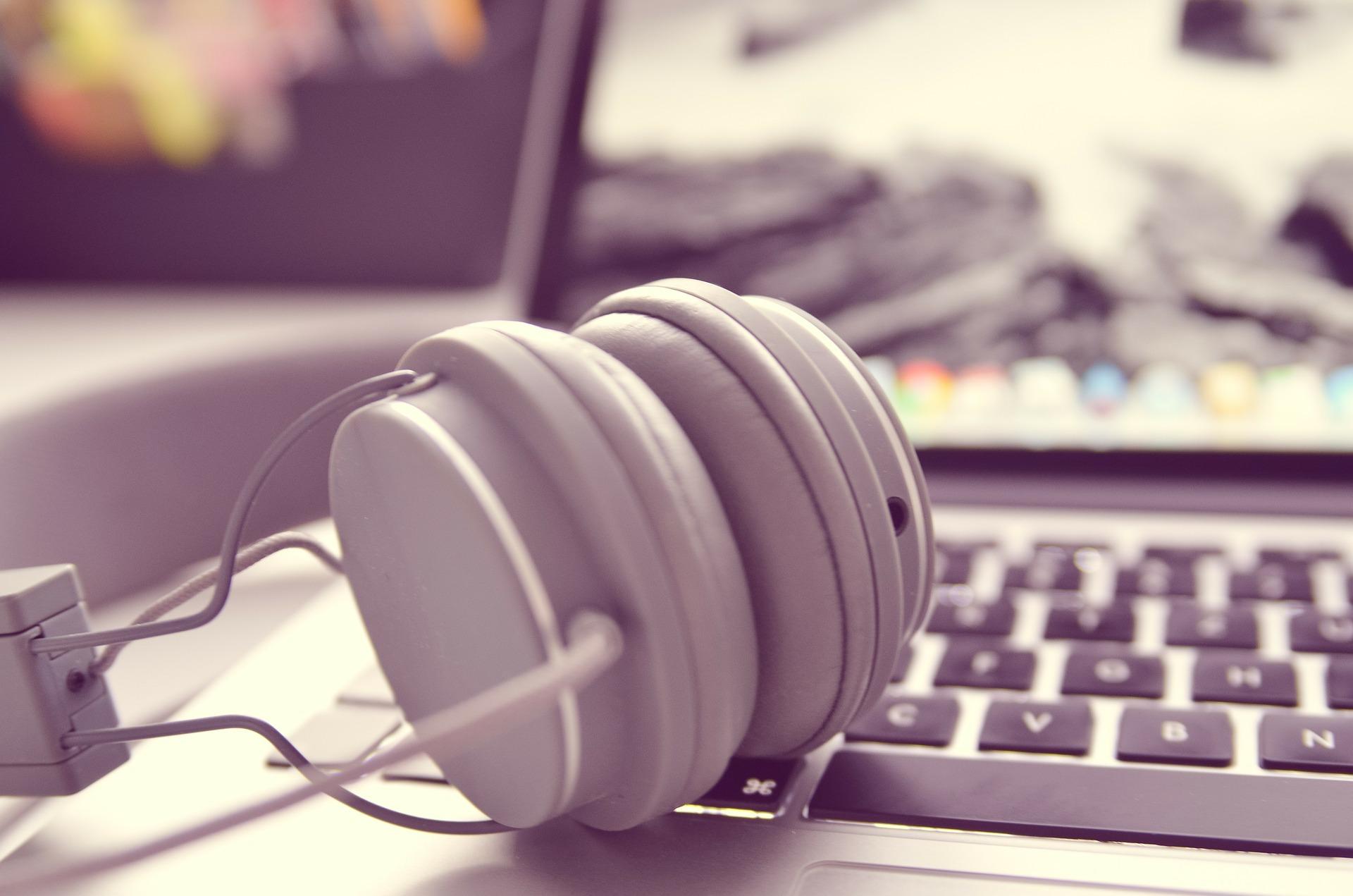 Welt raus - Musik rein! Arbeiten mit viel Ruhe im Zug