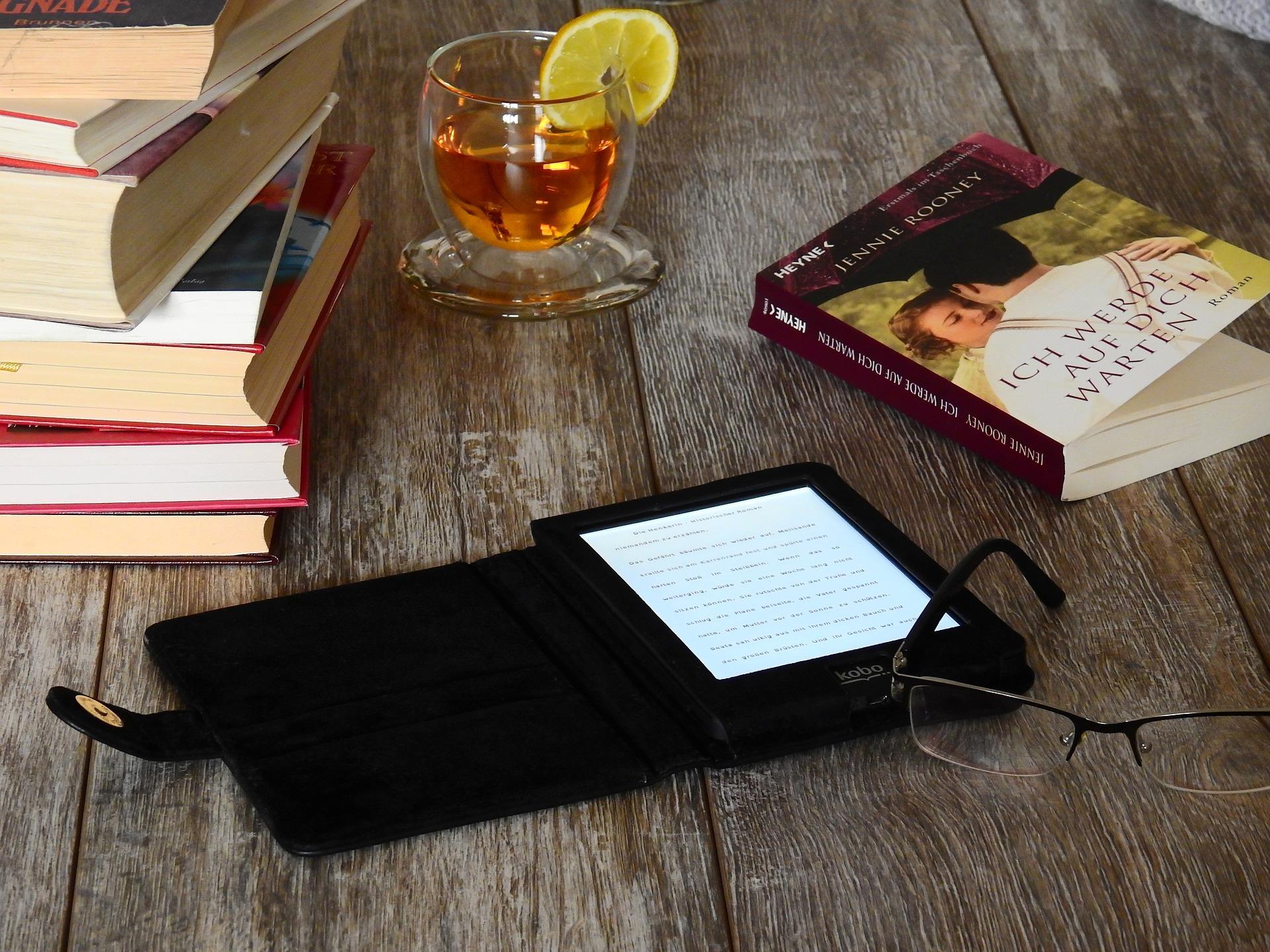 Der Magical Digital Nomad liest ein Buch und bespricht es für dich
