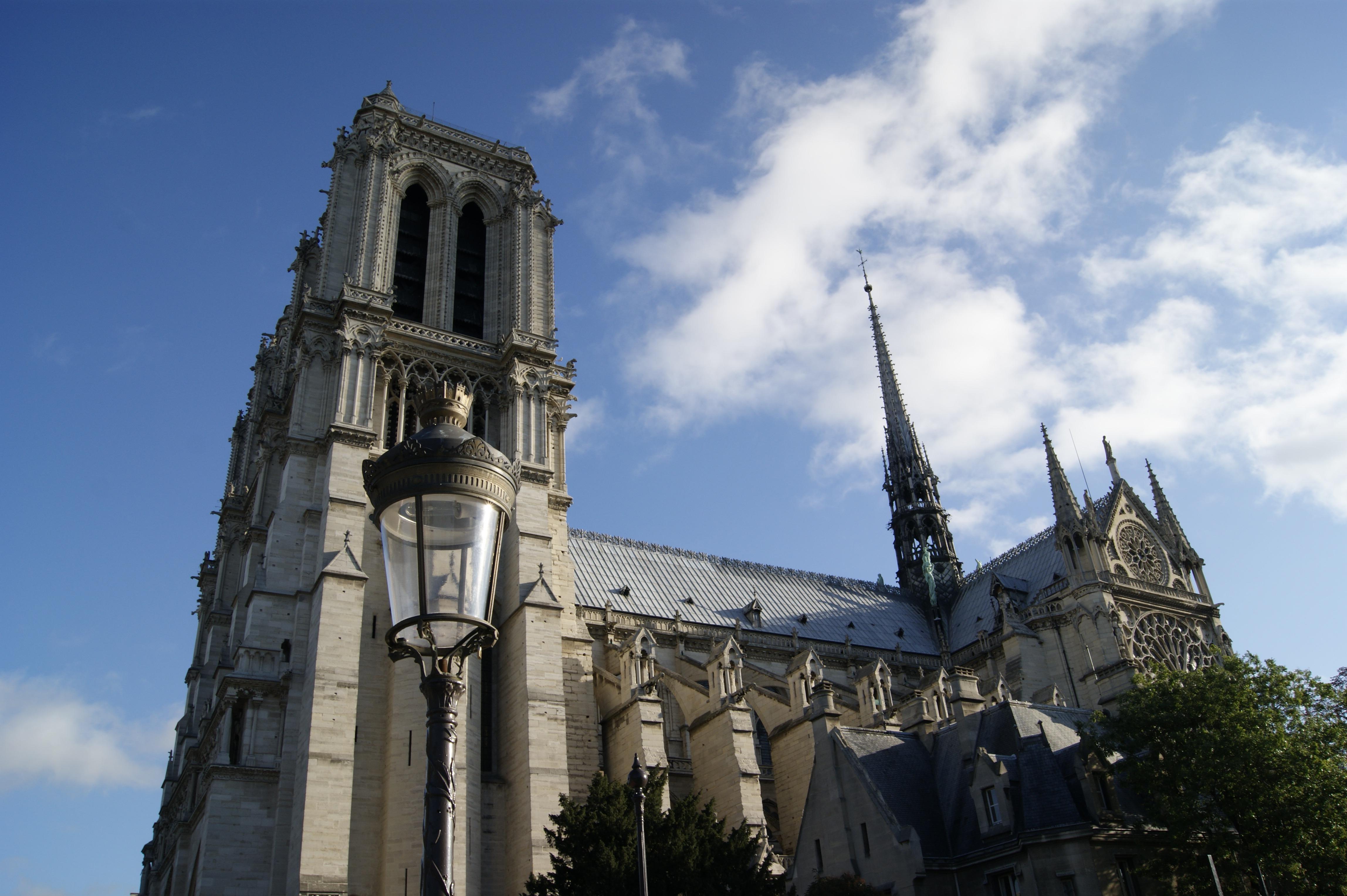 Das geht doch gar nicht, um Notre-Dame de Paris zu trauern